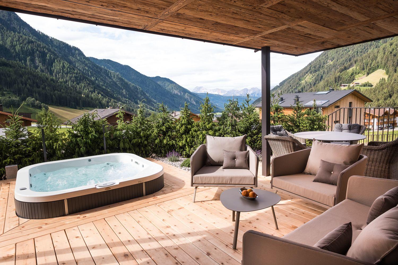 Terrasse mit traumhaften Ausblick im Chalet Salena   mk Salzburg ...