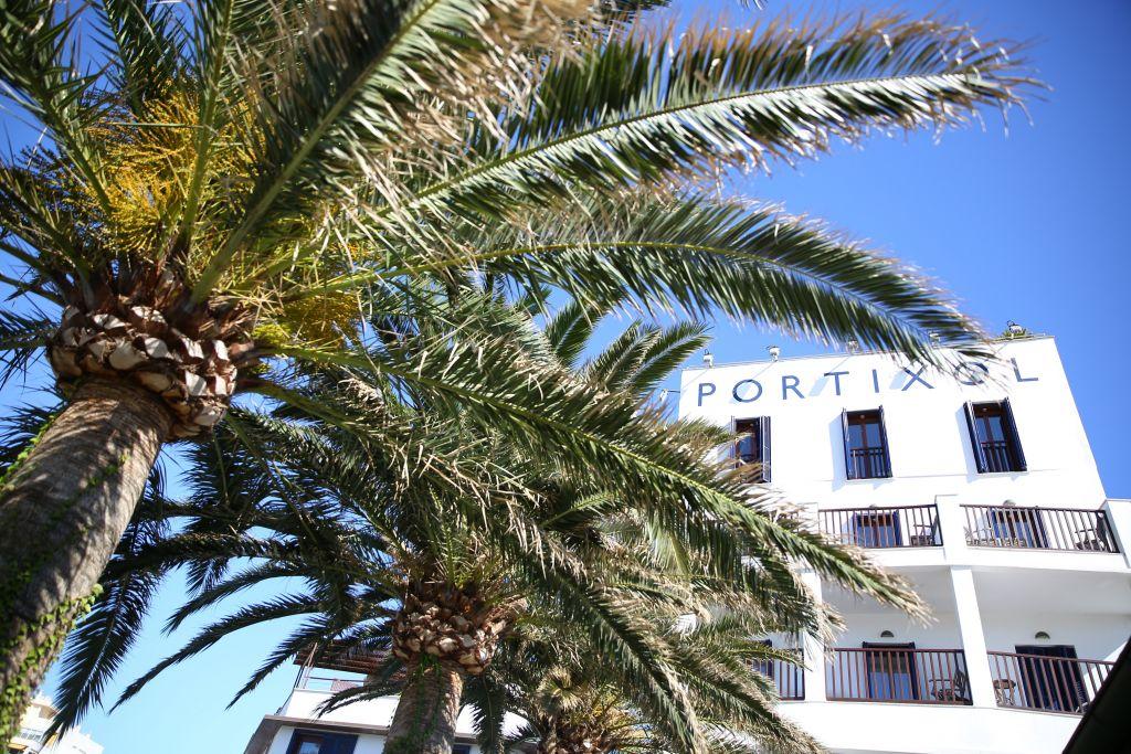 Aussenansicht mit Palme (Hotel Portixol)