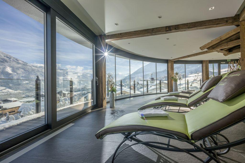 Aussicht vom Ruheraum auf die Winterlandschaft (Hotel Waldfriede)