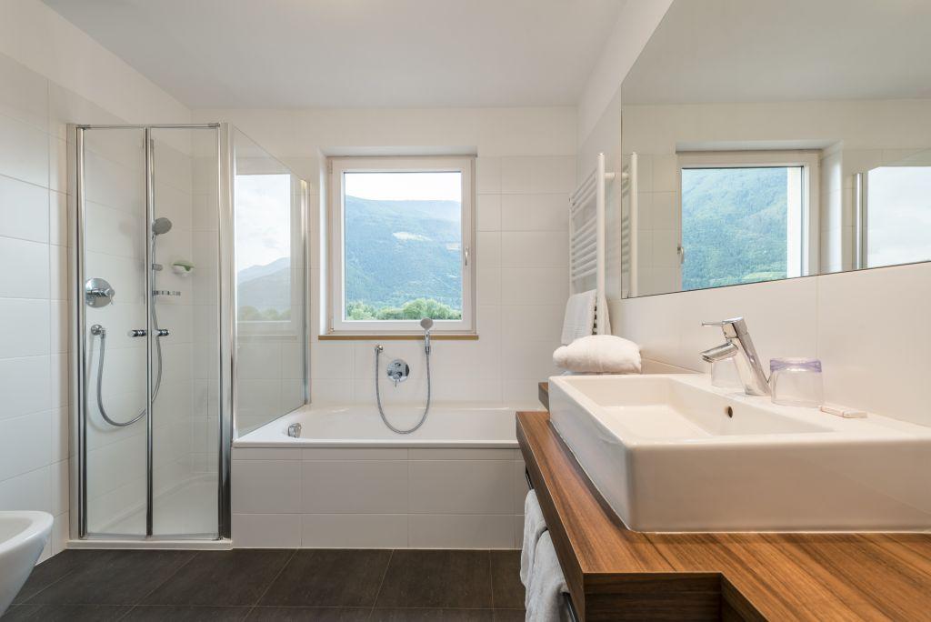 Bad von der Junior Suite Alpes (c) Hannes Niederkofler Photography (Wanderhotel Vinschgerhof)