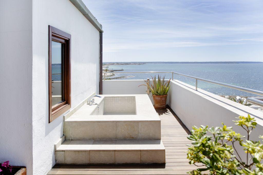 Badewanne im Aussenbereich mit Meerblick (Hotel Portixol)