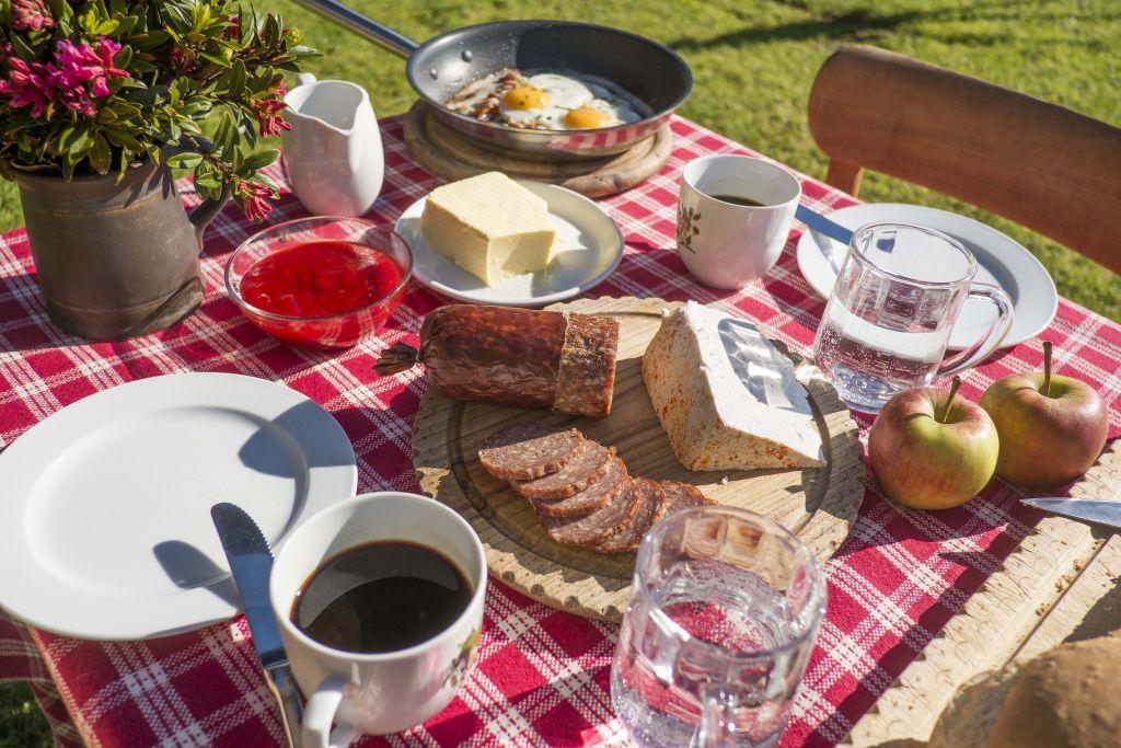 Bergfrühstück im Golmerhaus (Montafoner Hof)