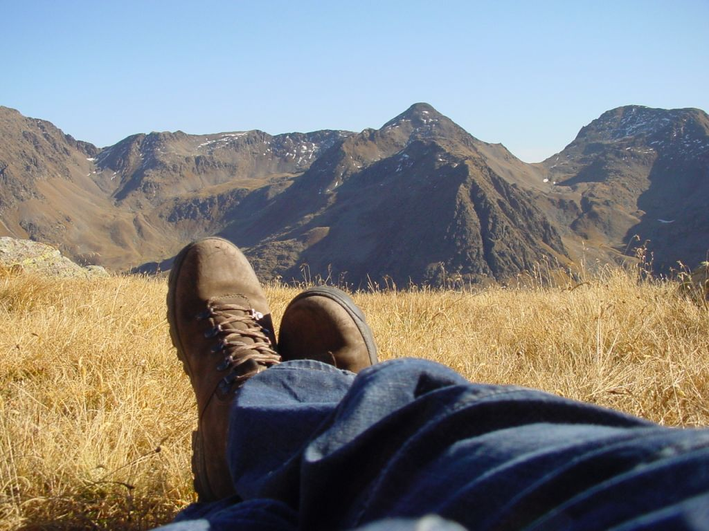 Bergpanorama mit Wanderschuhen (Alpengasthof Zollwirt)