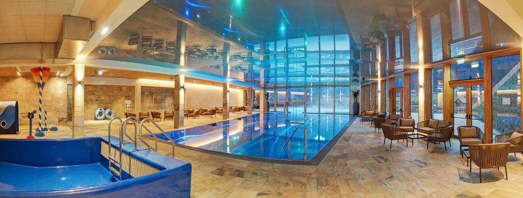 Indoor Badelandschaft vom Leading Family Hotel und Resort Dachsteinkönig