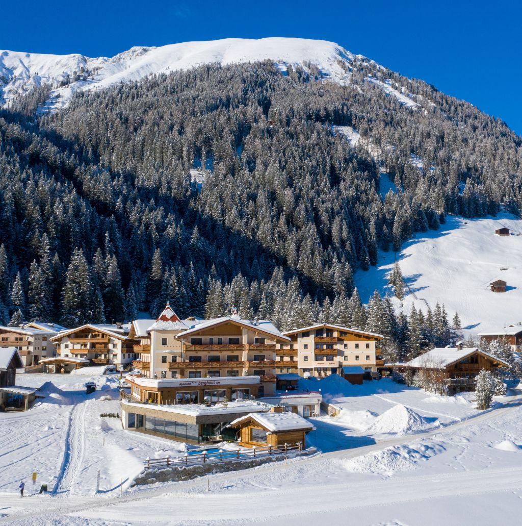 Das Alpinhotel Berghaus in der wunderschönen Bergkulisse (Alpinhotel Berghaus)
