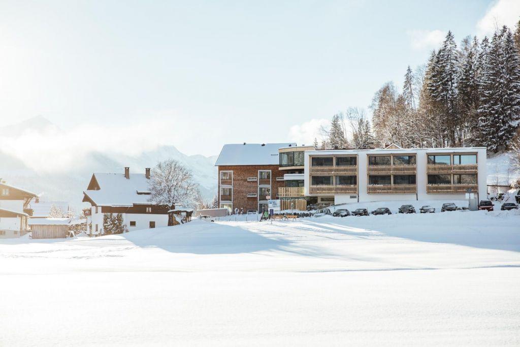 Das Genuss und Aktivhotel Sonnenburg im verschneiten Kleinwalsertal (c) Andy Mayr (Genuss und Aktivhotel Sonnenburg - Kleinwalsertal Hotels)