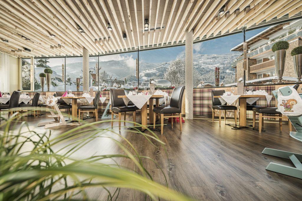 Das Restaurant im Alpina Zillertal verwöhnt mit hiesigen Leckereien (c) Jan Hanser mood photography (alpina zillertal)