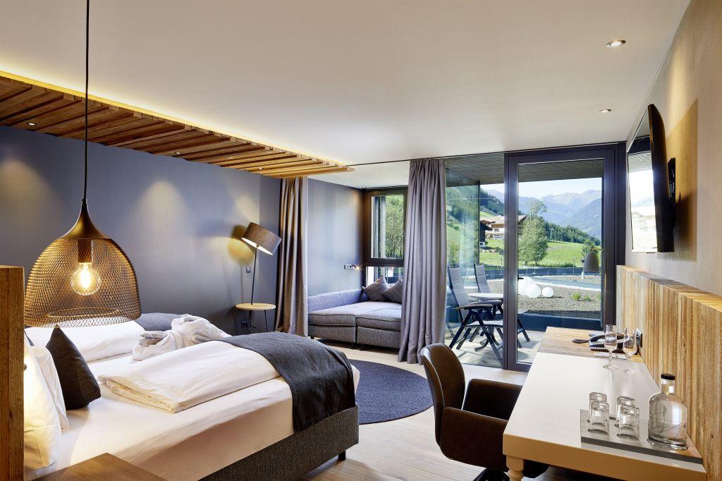 Die neue Aurina Suite mit Panoramafenster (c) Michael Huber (Wellnessresort Amonti & Lunaris)