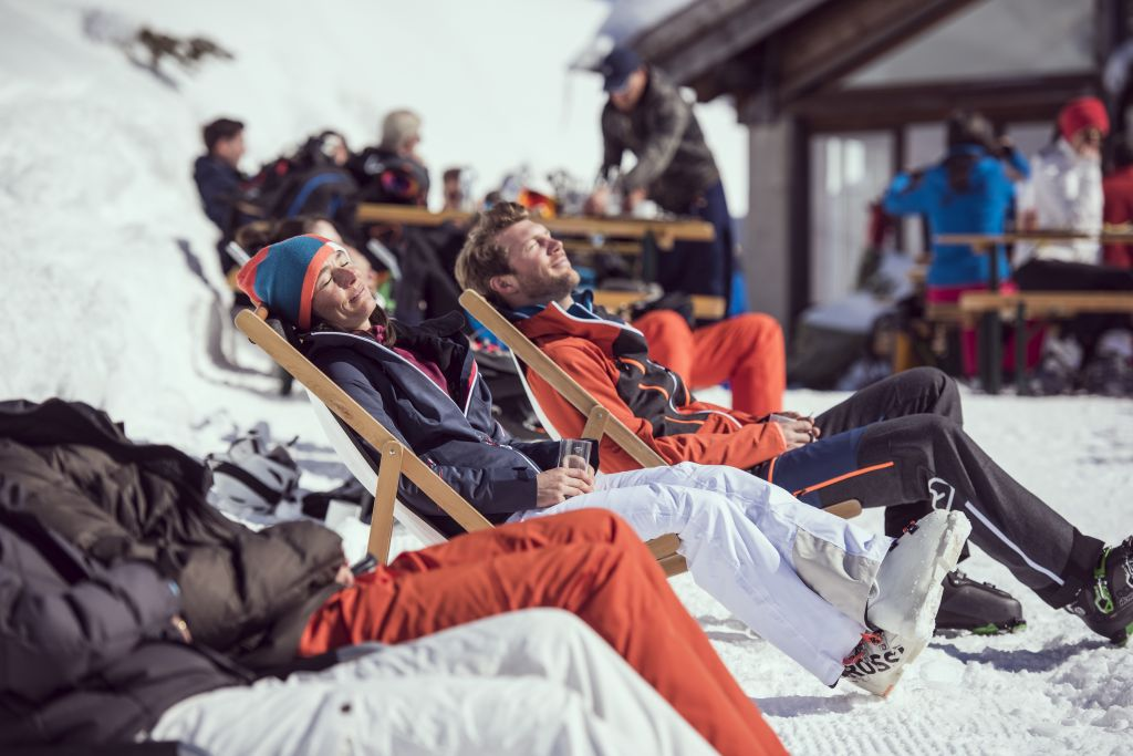Die Sonne genießen (Ski Arlberg)