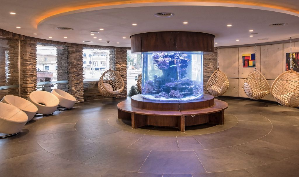 Eingangsbereich mit Aquarium (Alpenrose – Familux Resort)