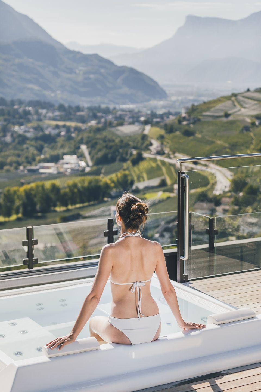 Entspannung im Outdoor-Whirlpool bei herrlicher Aussicht (c) Tiberio Sorvillo (Hotel Golserhof)