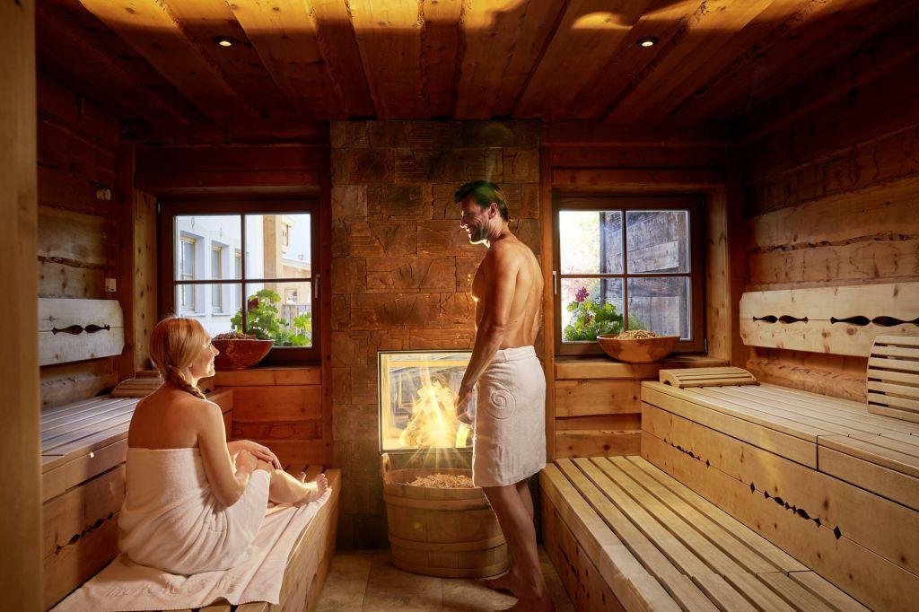 Entspannung pur in der Wellness Zirbensauna (c) Michael Huber (Hotel Quelle Nature Spa Resort)