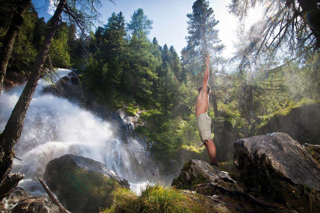 Erfrischung am Wasserfall im Urlaubsgebiet Tux Finkenberg