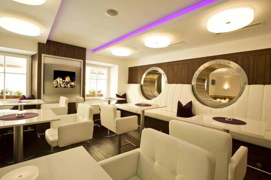 Exklusiver Restaurantbereich (Hotel Goldenes Schiff)