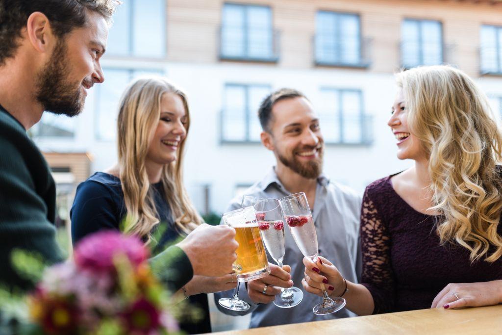 Feiern mit Freunden (c) Veronika Fleischmann (Hotel Traumschmiede und Gasthof zur alten Schmiede)