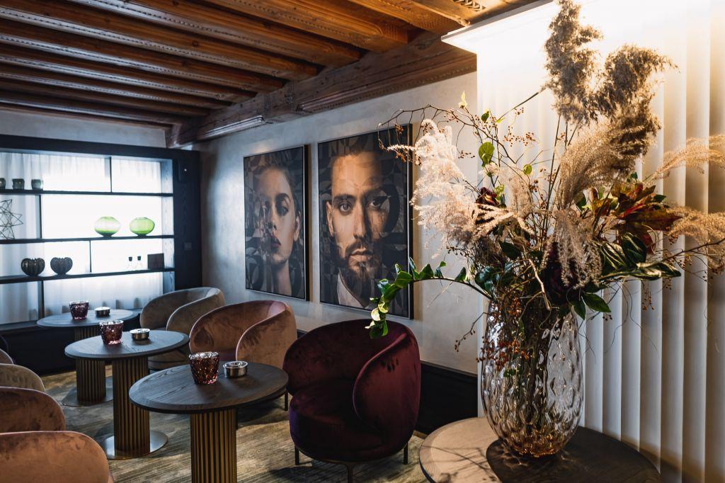 Gemütliche Sitzbereich der neuen Z Lounge (c) Dominik CINI (Hotel Zürserhof)