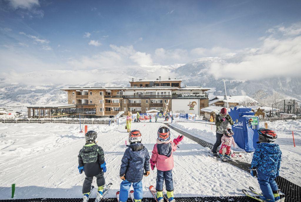 Happy Family Winter im Zillertal (c) Jan Hanser mood photography (alpina zillertal)