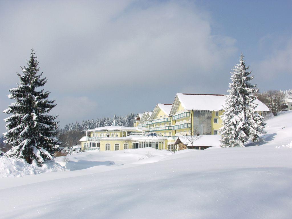 Hotelansicht des Angehofes im Winter