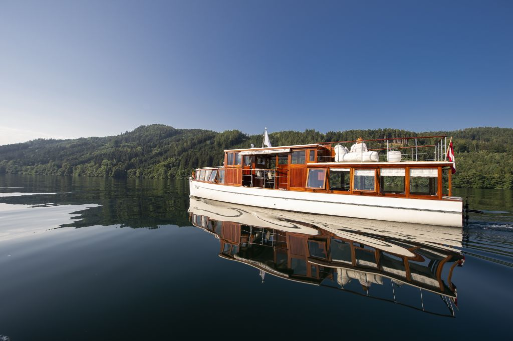 Hoteleigenes Schiff tourt am See (KOLLERs Hotel)