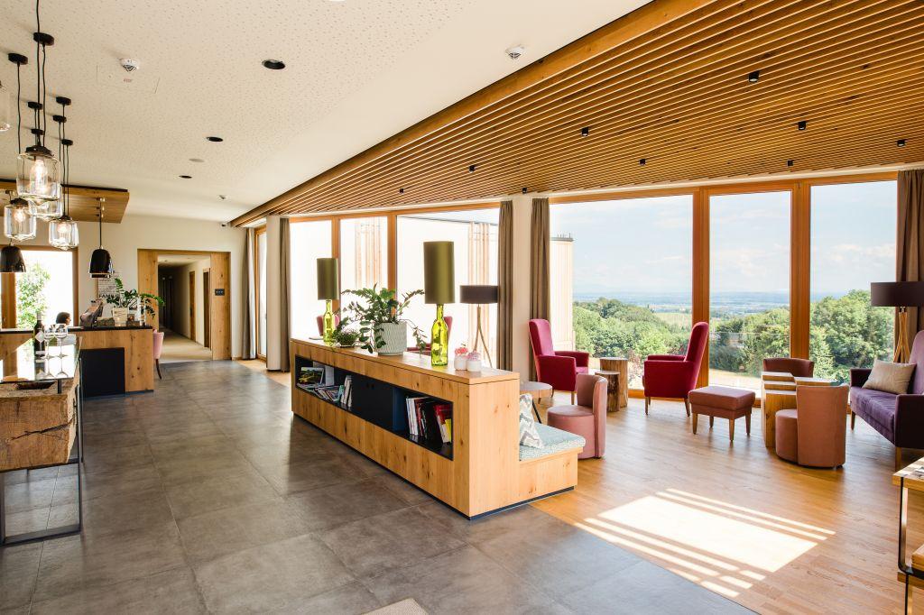 Hotelhalle mit wunderschönem Ausblick (c) Karin Bergmann (Ratscher Landhaus)