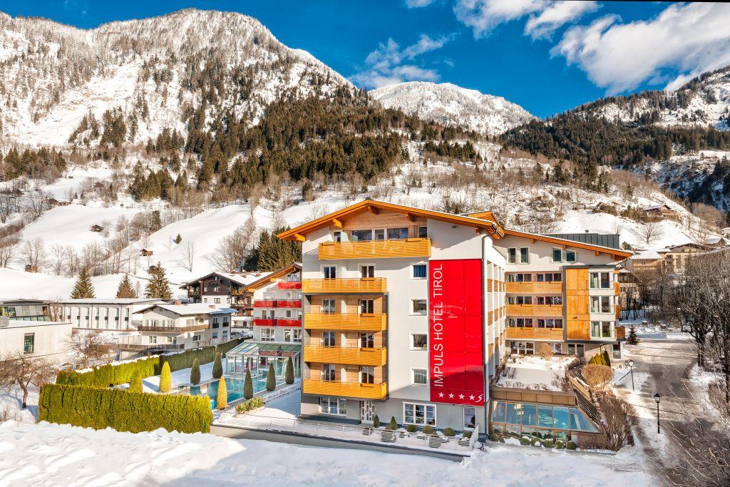 IMPULS HOTEL TIROL in verschneiter Landschaft (c) Foto Atelier Wolkersdorfer (IMPULS HOTEL TIROL)