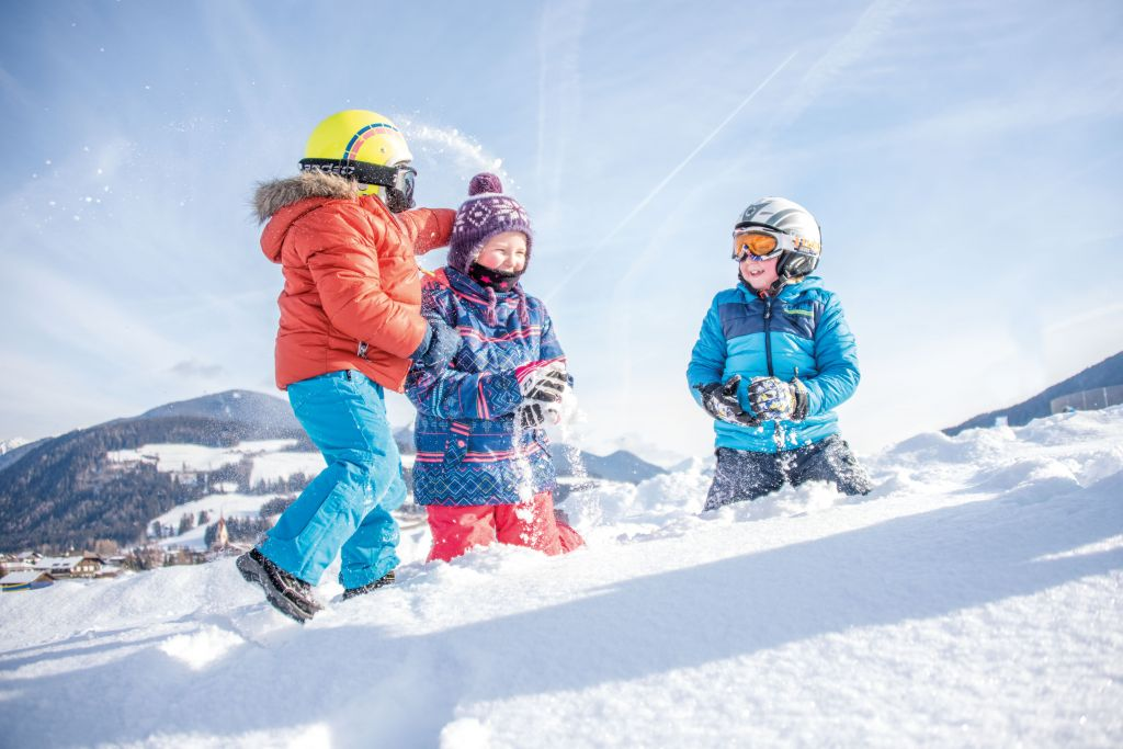 Kinder haben Spaß im Schnee (c) Rotwild (Olang)
