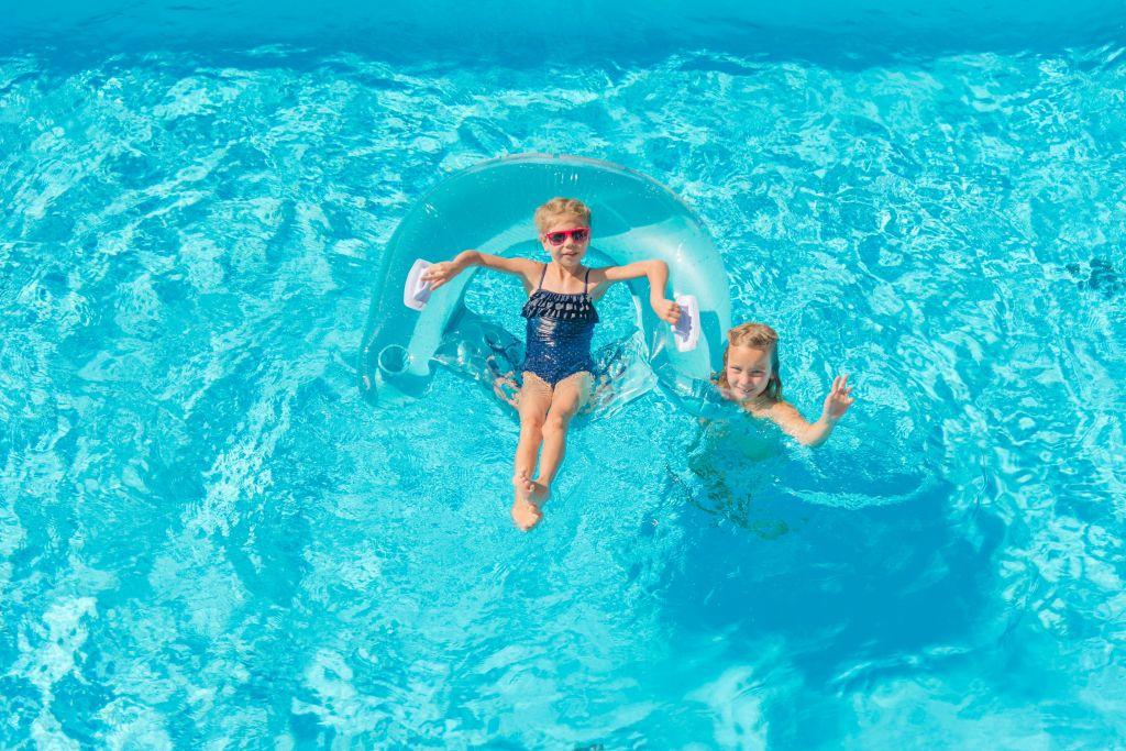 Kinder im Pool (Apart & Suiten Hotel Weiden)