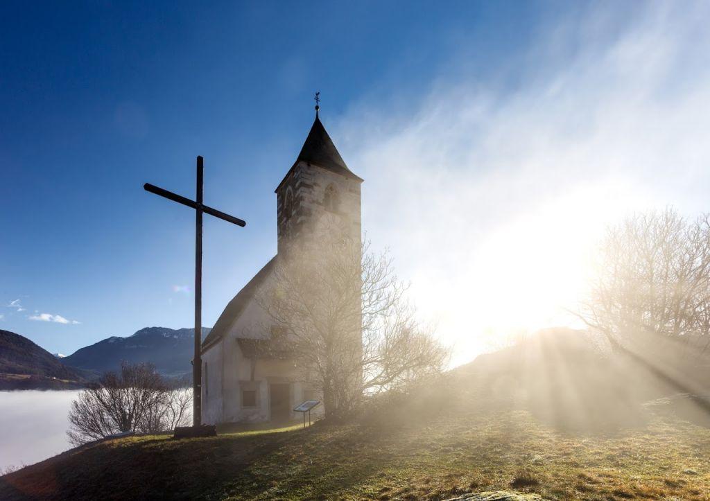 Kirche am See - (c) Wolfgang Gafriller (Tourismusverein Klausen)