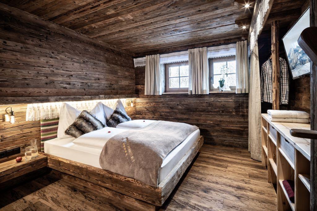 Premium Almchalet lichtdurchflutetes Schlafzimmer (Bergdorf Prechtlgut)