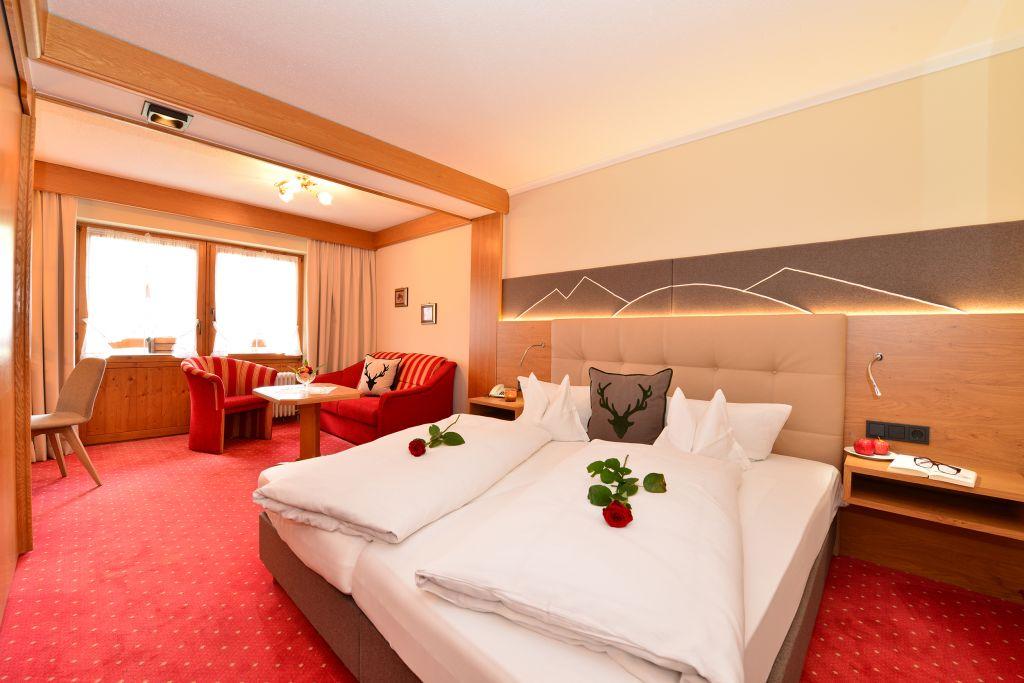 Liebevoll dekoriertes Doppelbettzimmer (c) Sascha Duffn (Hotel Jagdhof)