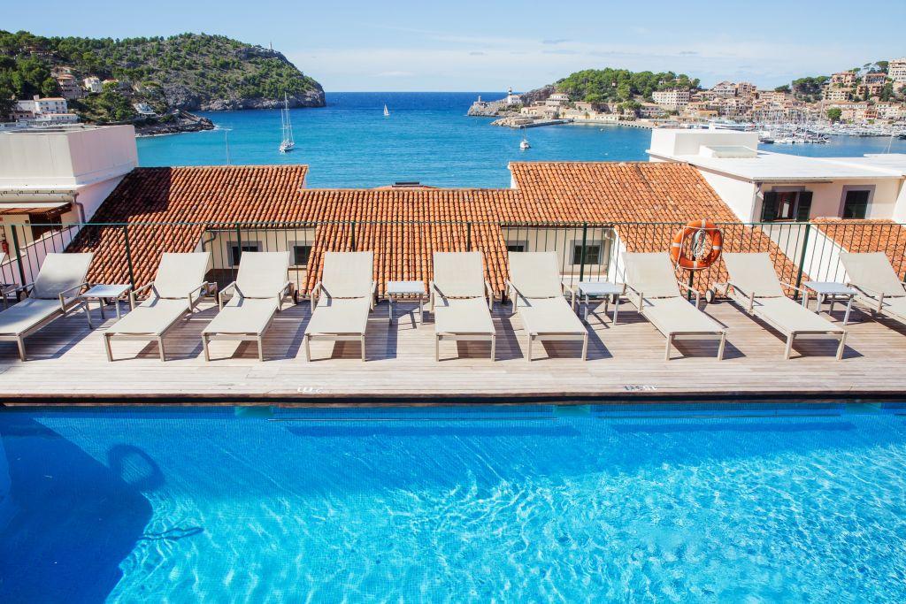 Liegestühle mit Blick auf das Meer (c) Johanna Gunnberg (Hotel Espléndido)