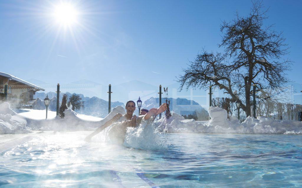 Outdoor-Pool im Winter (c) Hubert Bernard (Peternhof)