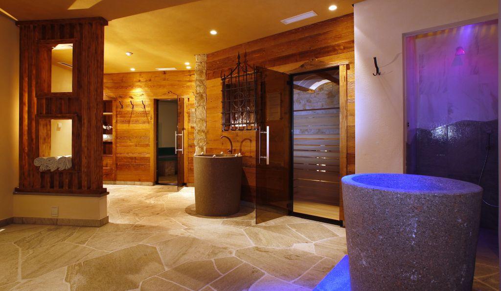 Saunaoasen im Wellnessbereich (c) Klaus Peterlin (Hotel Sun Valley)