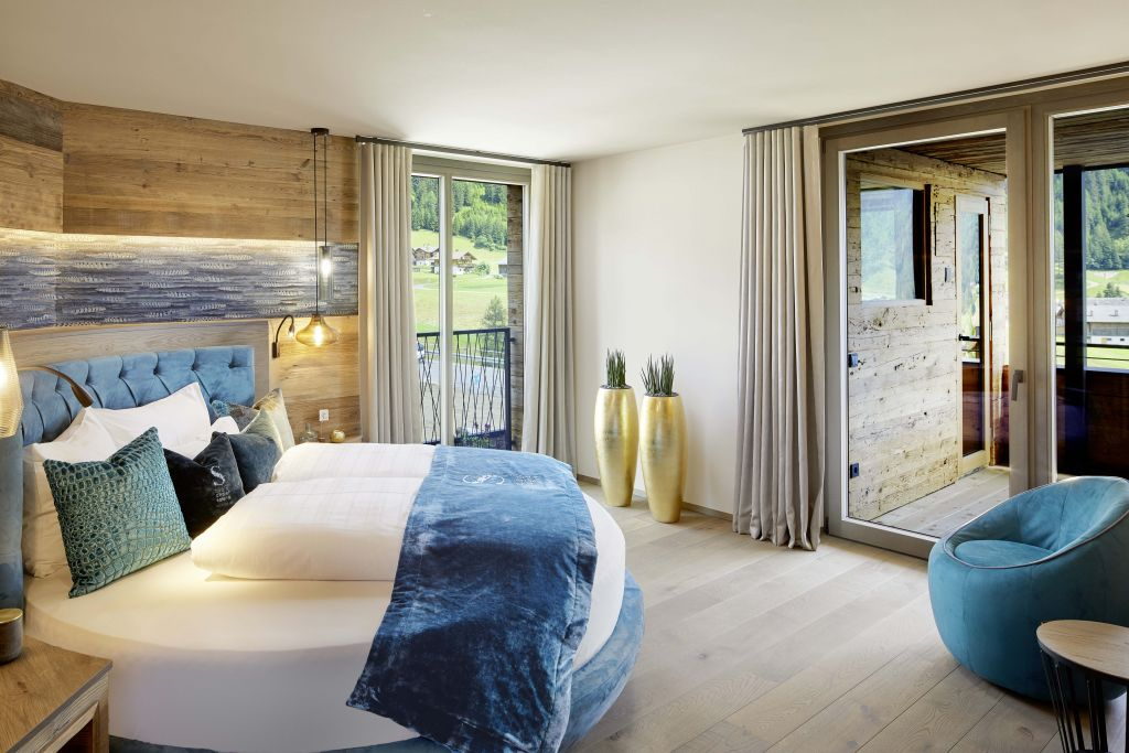 Schlafzimmer im Chalet No. 4 des Chalets Salena (c) Wellhotel (Hotel Quelle)