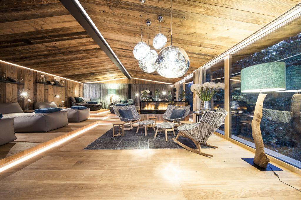 Sitzgelegenheiten im NatureSpa (Sport & Wellness Resort Quellenhof)