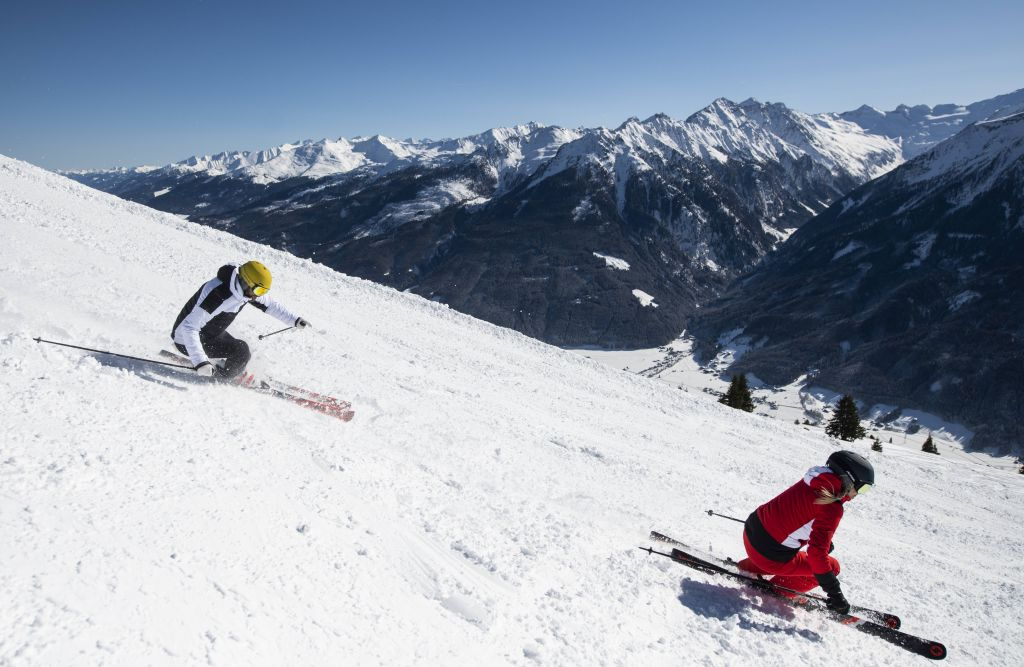 Skifahren mit Aussicht auf die 3000er des Nationalparks Hohe Tauern (c) Wildkogel Arena Neukirchen & Bramberg