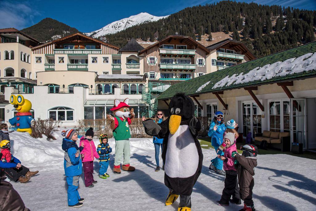 Skikurs für Kinder mit Skipinguin Bobo (Leading Family Hotel & Resort Alpenrose)