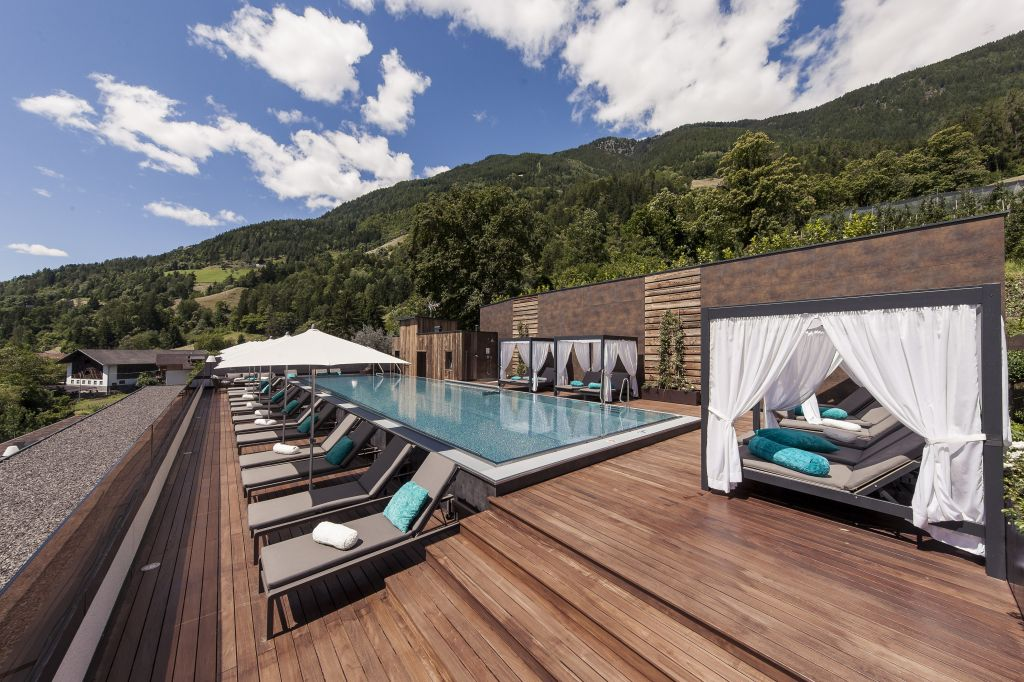 Sky Pool Alpenschhlössel mit Liegebereich (Sport & Wellness Resort Quellenhof)