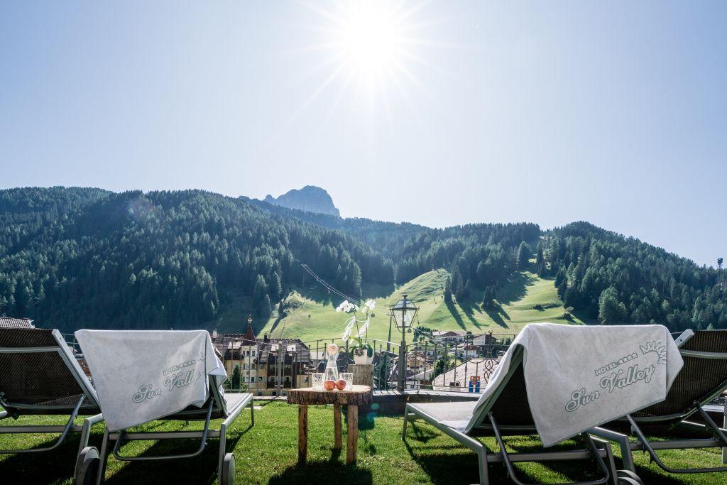 Sonnenbaden auf der Liegewiese (c) Daniel Demichiel (Hotel Sun Valley)