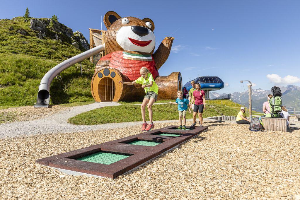 Trampolinspaß im Pepsi Kinderland am Penkenjoch (TVB Tux-Finkenberg)