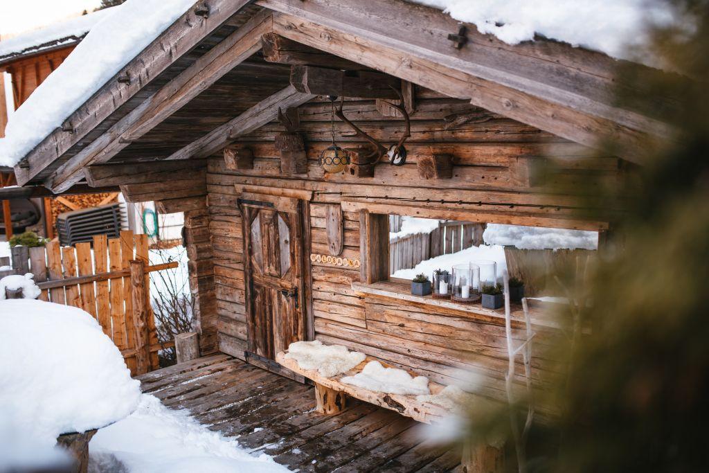 Verschneite Waldsauna (Naturhotel Rainer)