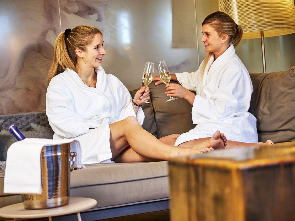 Wellnessen im Relax Spa (c) Michael Gunz (Genuss & Aktivhotel Sonnenburg - Kleinwalsertal Hotels)