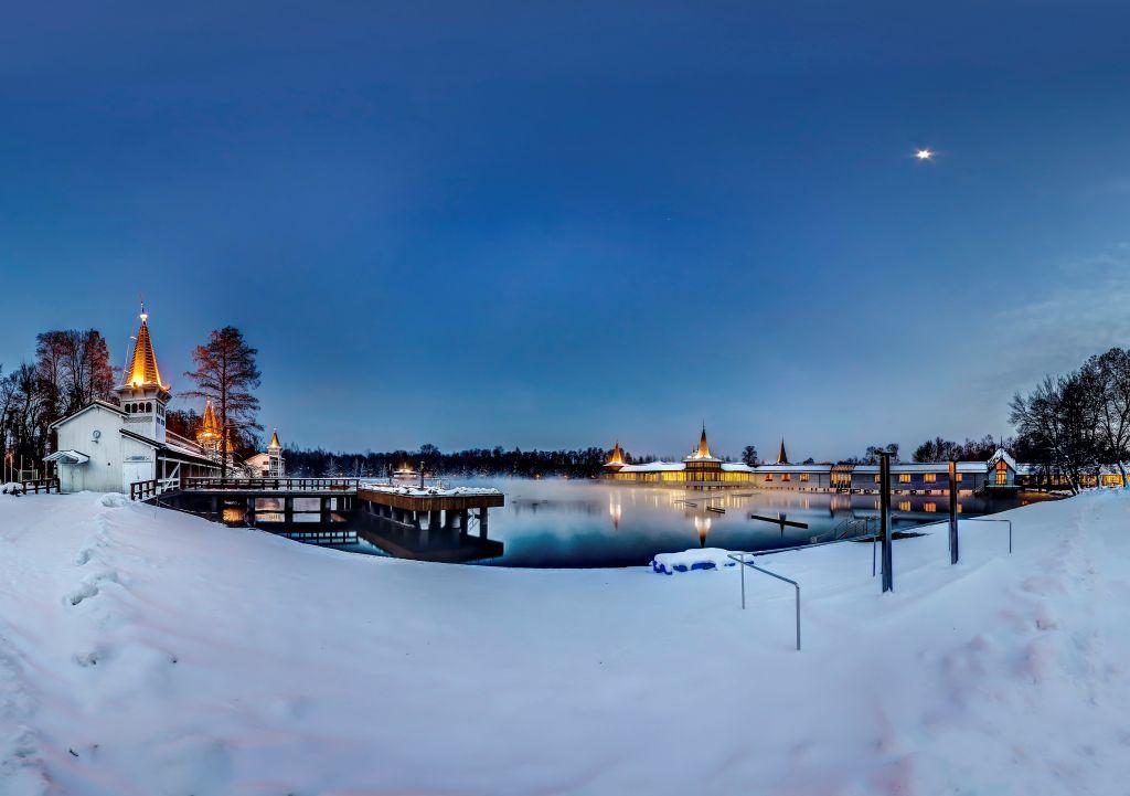 Winterlicher Thermalsee von Heviz