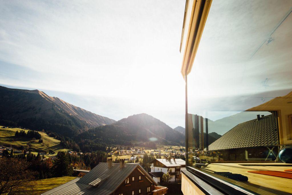 Wohl.Fühl.Momente. auf der Panoramaterrasse (c) Andy Mayr (Genuss und Aktivhotel Sonnenburg - Kleinwalsertal Hotels)
