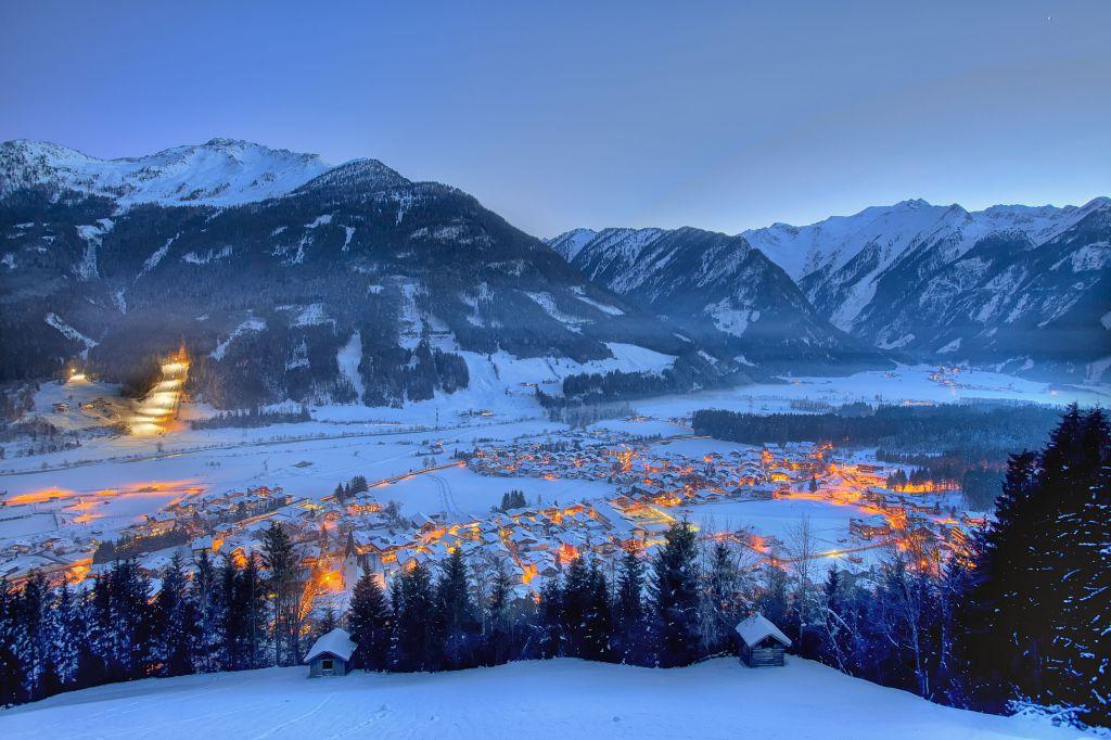 Wunderschöner Blick auf's verschneite Neukirchen am Grossvenediger (c)Wildkogel - Arena Neukirchen & Bramberg