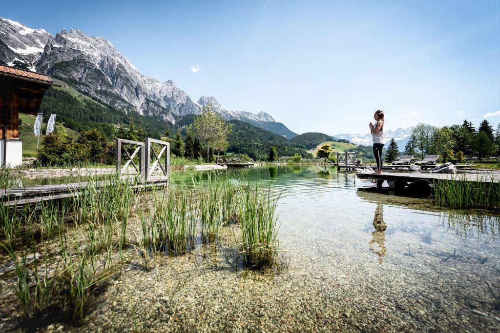 Yoga am Badeteich (c) Peter Kuehnl (PURADIES - Mein Naturresort)