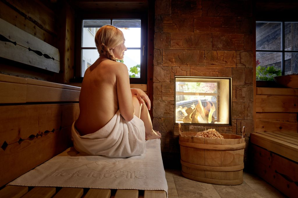 Zeit zum Entspanen in der Zirbensauna (c) Michael Huber (Hotel Quelle Nature Spa Resort)