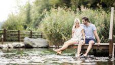 Zu zweit am Teich beim Quellenhof