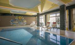 Entspannen im Indoor Pool (Hotel Waldfriede)