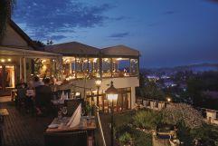 Abendessen auf der Terrasse beim Kapuzinergarten (c) Rolasnd Krieg Fotodesign (winzerhotels)